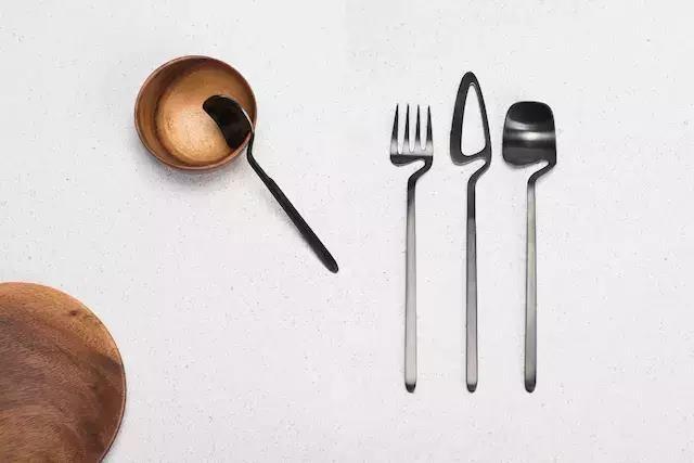 一套刀叉、一只鸟、一张纸折椅,这就是Nendo下半年的新设计